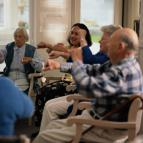 personnes âgées, difficultés d'audition, appareil auditif