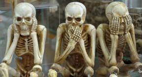 Ostéoporose journée mondiale fracture ménopause GRIO pharmacien halloween squelette