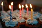 gâteau, anniversaire, bougies, cupcakes